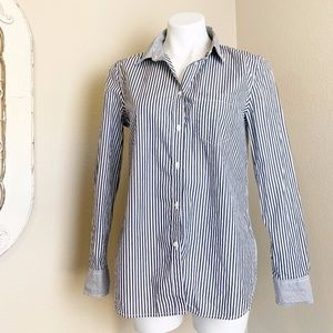 Gap   Gray Blue Stripe Button Down Fitted Boyfriend Shirt   Size: M
